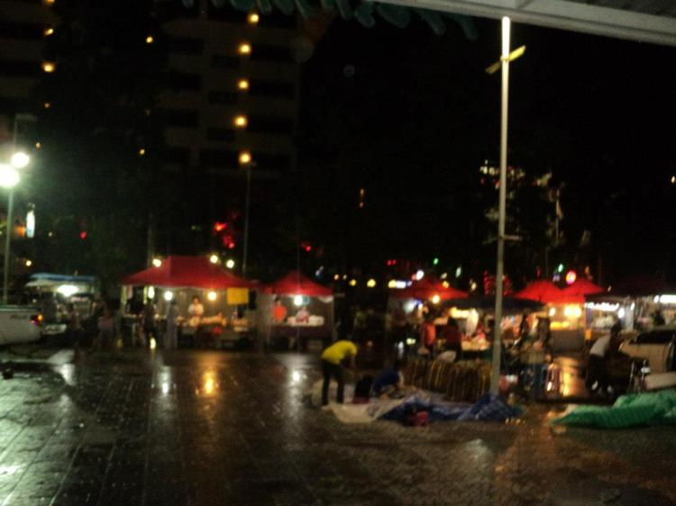 Pasar malam depan Banzaan Market, baru lepas hujan...