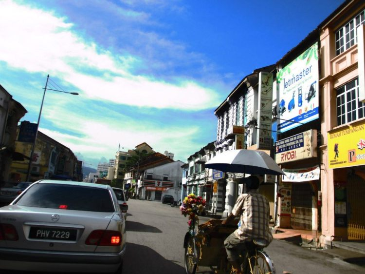 See the 7-Eleven? Turn right and you will reach Love Lane, where our hostel is located.