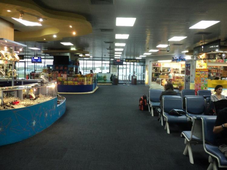 Suasana dalam terminal...