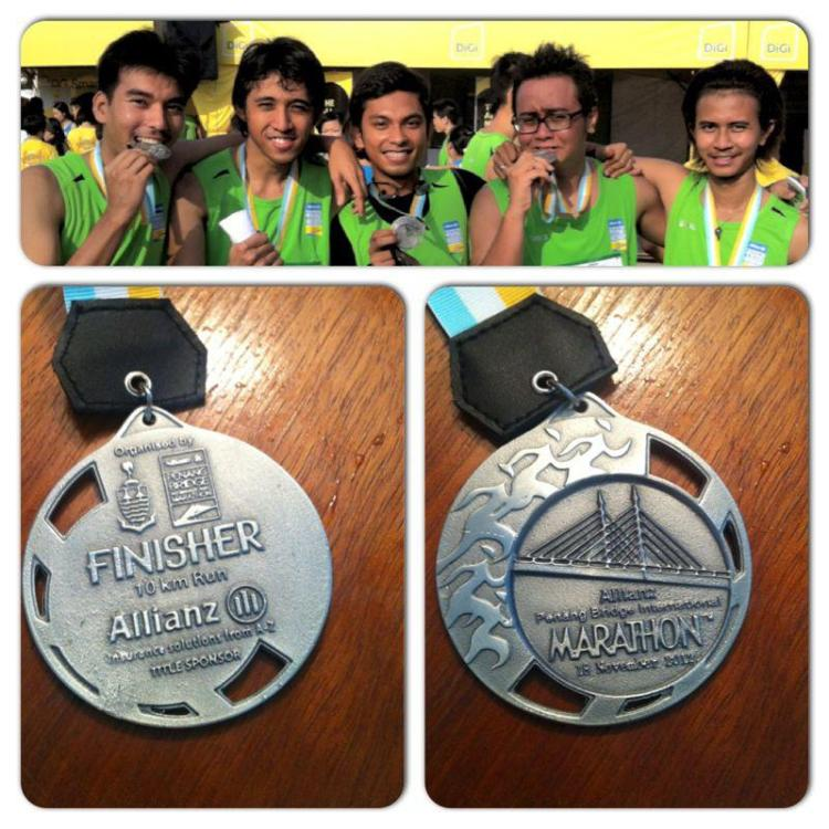 Ismail, Azmir, Firdaus, me and Ijat. And our finisher's medal ;D