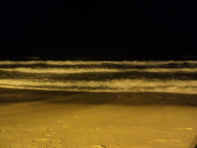 Ombak rindu di pantai Patong...