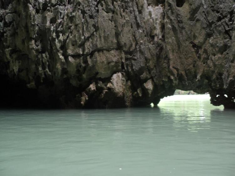 Berkayak di bawah tu untuk ke lagoon.
