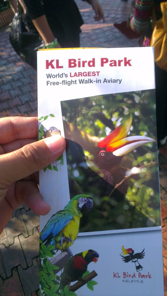Let's start the tour! Take this brochure as it has the park's map. Useful to guide you in the park.