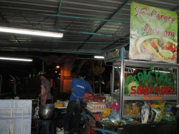 Went to this stall for dinner - Opposite Holiday Inn Penang and beside TM building.