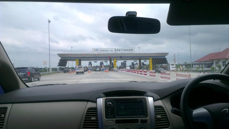 Approaching the Banyumanik toll plaza...
