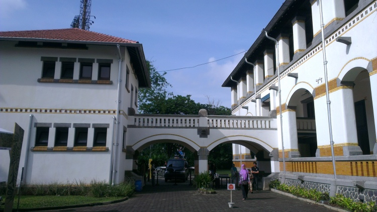 The pedestrian bridge connecting the buildings at Lawang Sewu. The right building was not opened to public then.