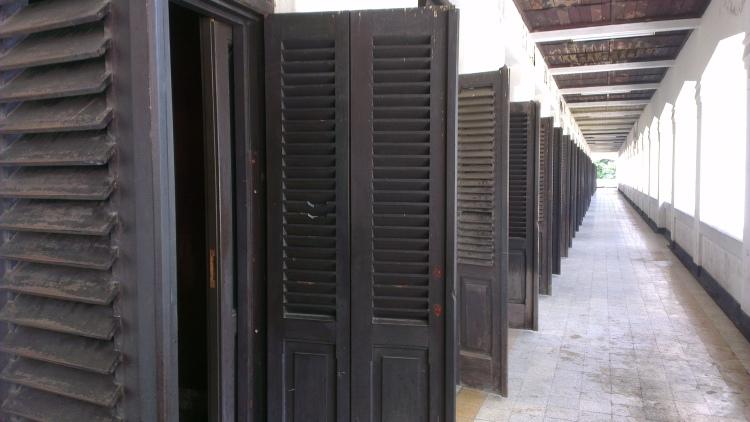 Thousand doors..which look...eerie~