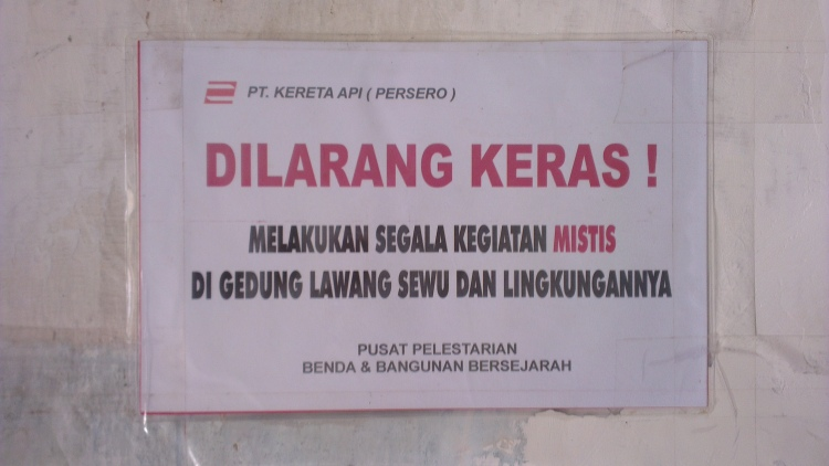 Warning sign before you enter the tunnel : STRICTLY FORBIDDEN from doing any mystical activity at Lawang Sewu and its compounds...