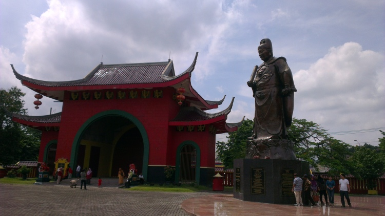The giant statue of Admiral Cheng Ho...