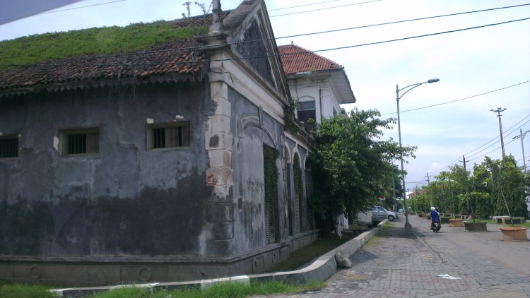 Some of the old buildings in Semarang old town...