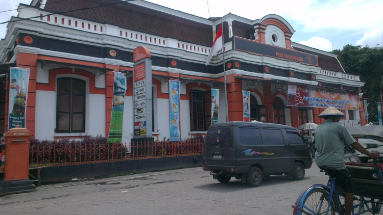 On the way back, passed by the Semarang Post Office...