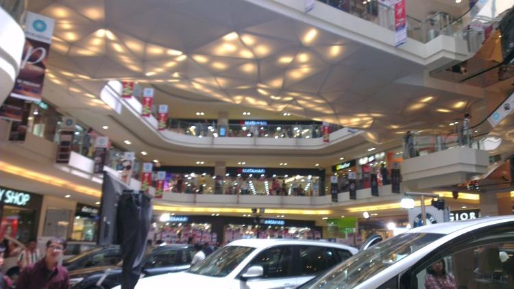 The atrium of the Paragon City Mall...