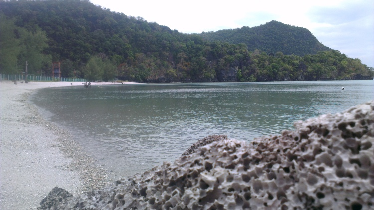 Nobody at this beach when I arrived. There is an abandon chalet-resort, a motivation camp and the sound of nature...