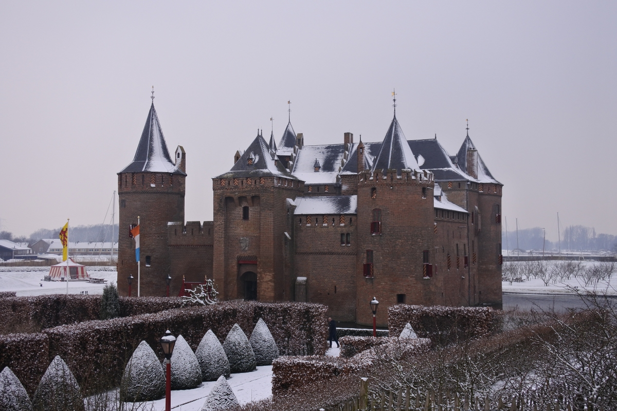 Backpacking to Europe - Part 16: Muiderslot